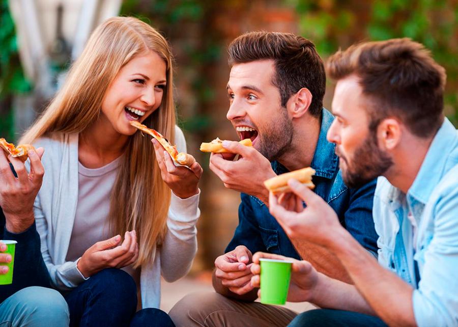 Men-eat-more-than-women (1)