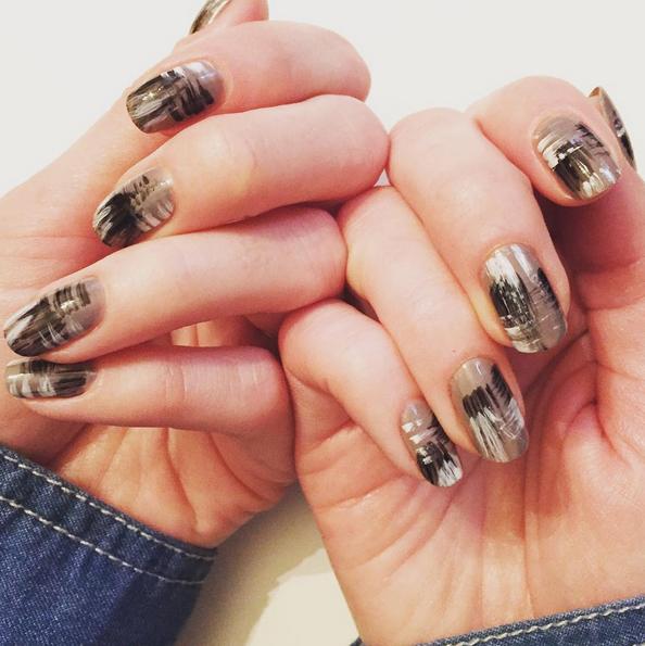 brushstroke-nail-art