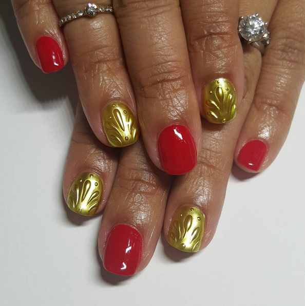 hammered-gold-and-red-nails