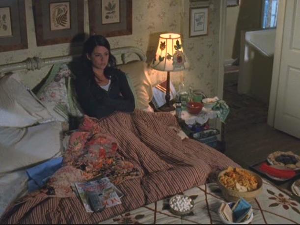 Lorelais-bedroom-overhead-611x458