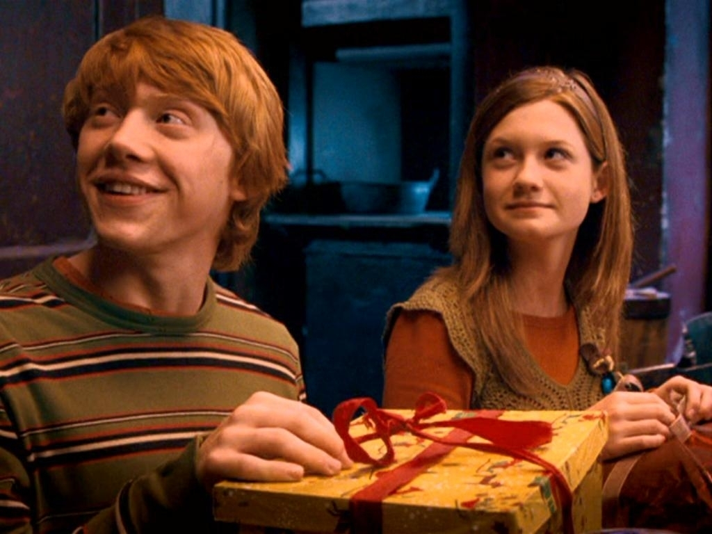 Ron-and-Ginny-the-weasley-family-35128905-1024-768
