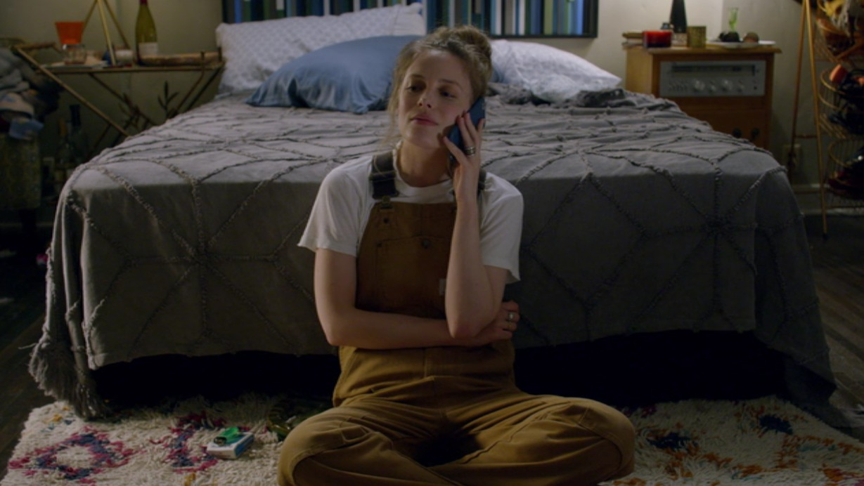 picture-of-gillian-jacobs-mickey-wearing-overalls-photo.jpg