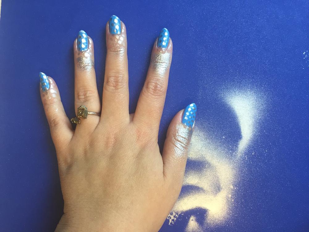 nails-inc-spray-polish-fishnet-nails-3.jpg
