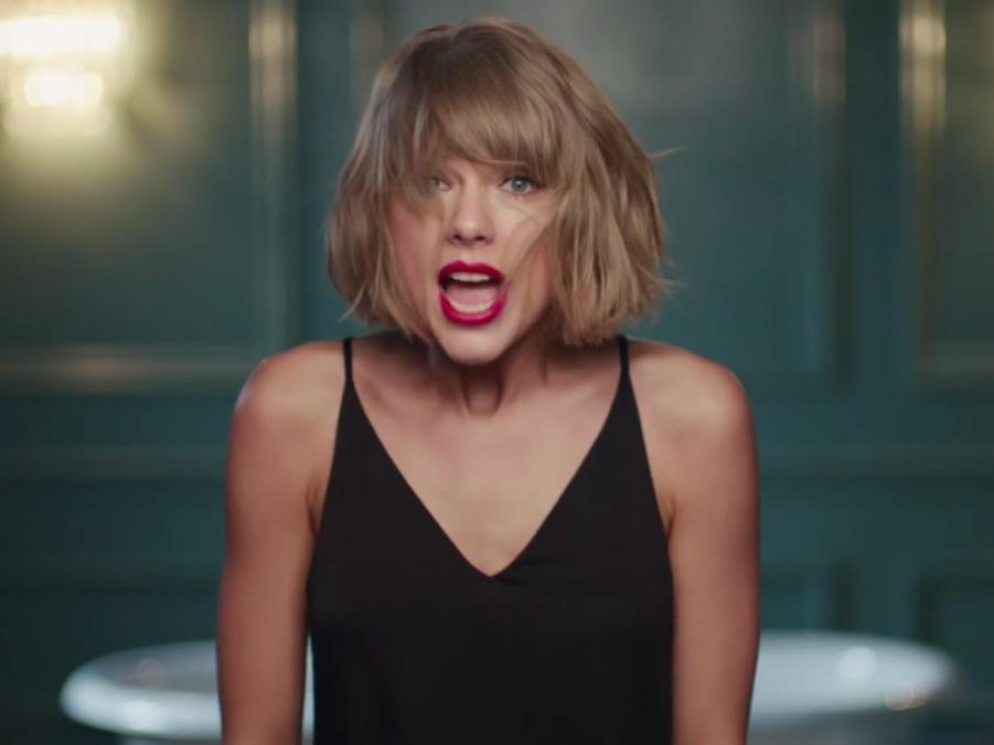 Taylor Swift lipsyncs