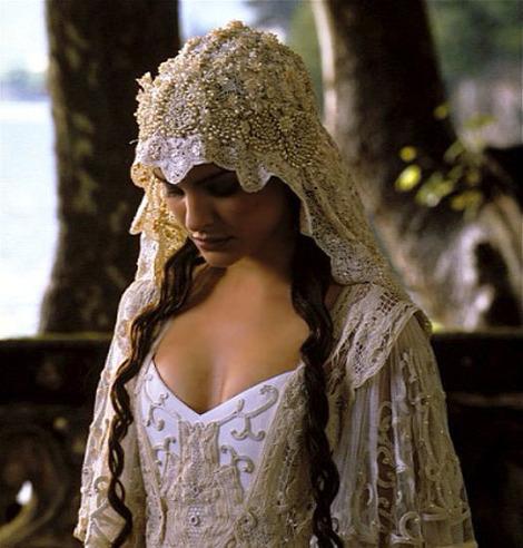 Movie-Wedding-Dress-17.jpg