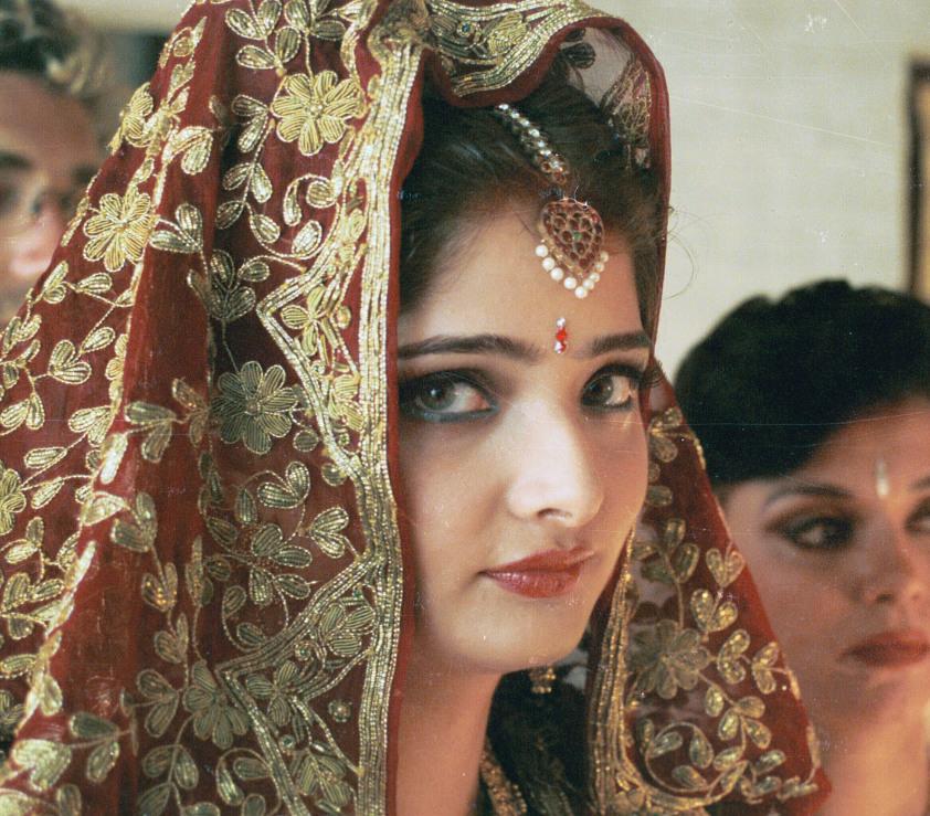 Reh‰ugige Braut  Vasundhara Das als Aditi