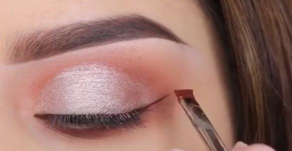lipstick-eyeliner