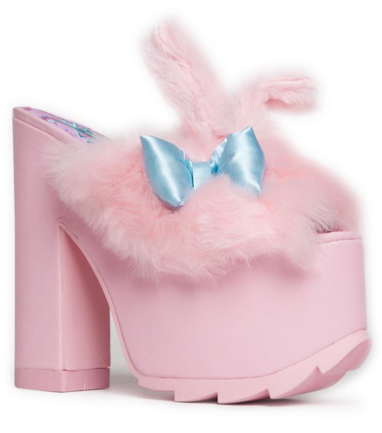 yru-sanrio-shoes-4.jpg