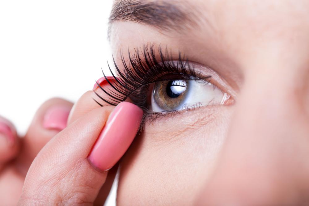 false eyelashes 1