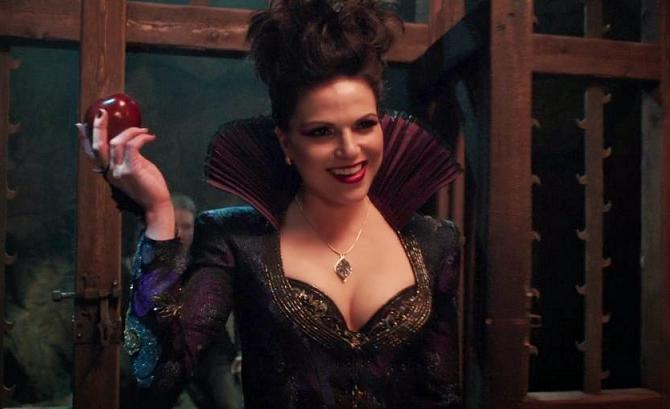 Regina-Becoming-The-Evil-Queen-Again-On-Once-Upon-A-Time