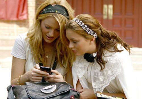 gossip-girl-texting-2-500x350