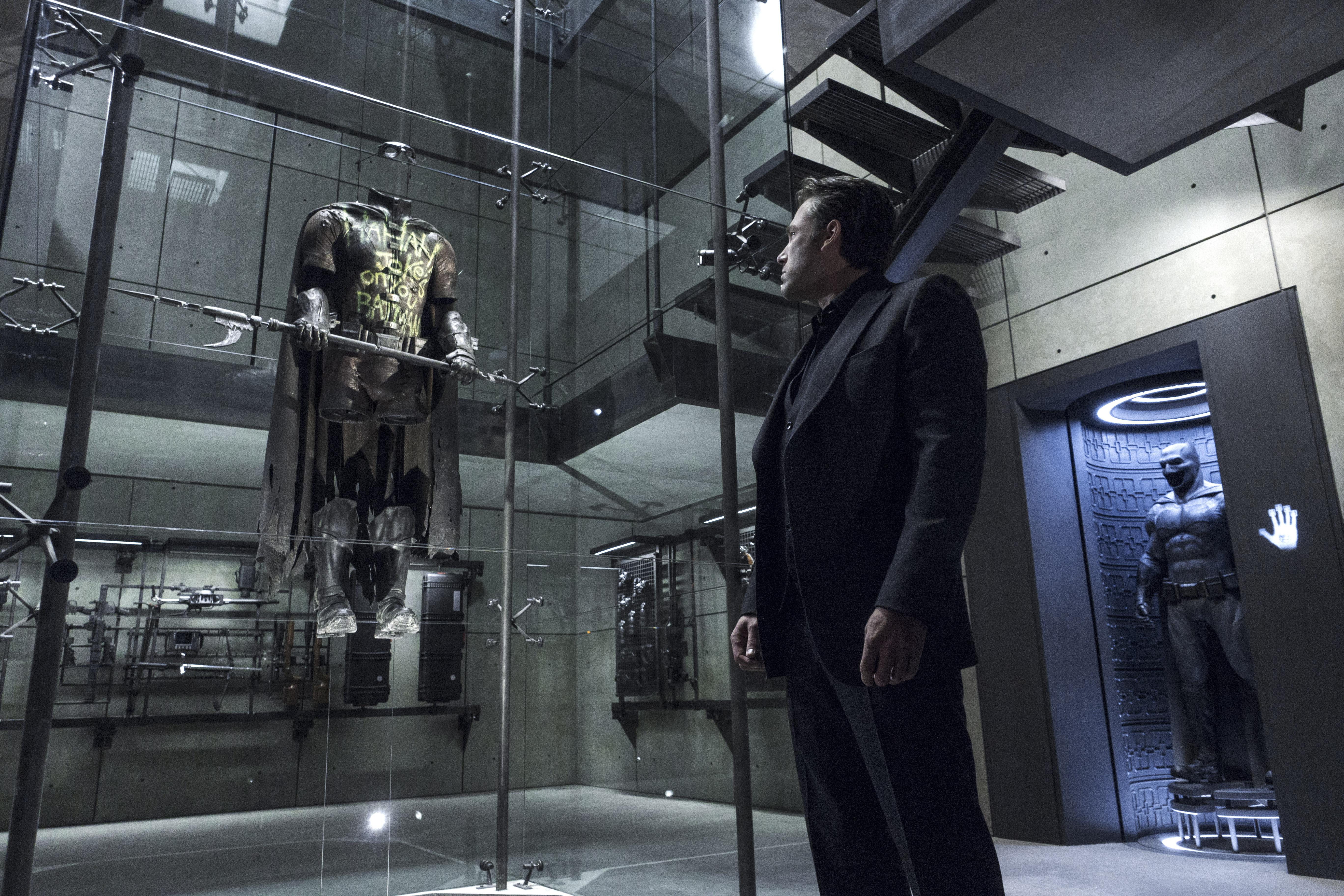 ben-affleck-robin-suit-batman-vs-superman.jpg