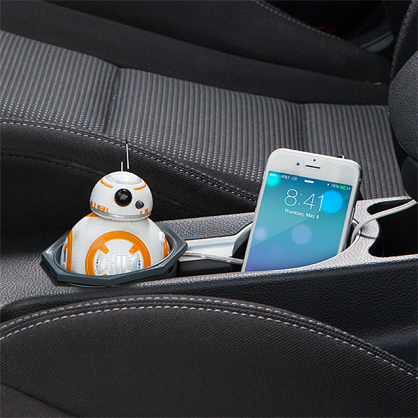 itnq_sw_bb-8_car_charger_inuse2.jpg