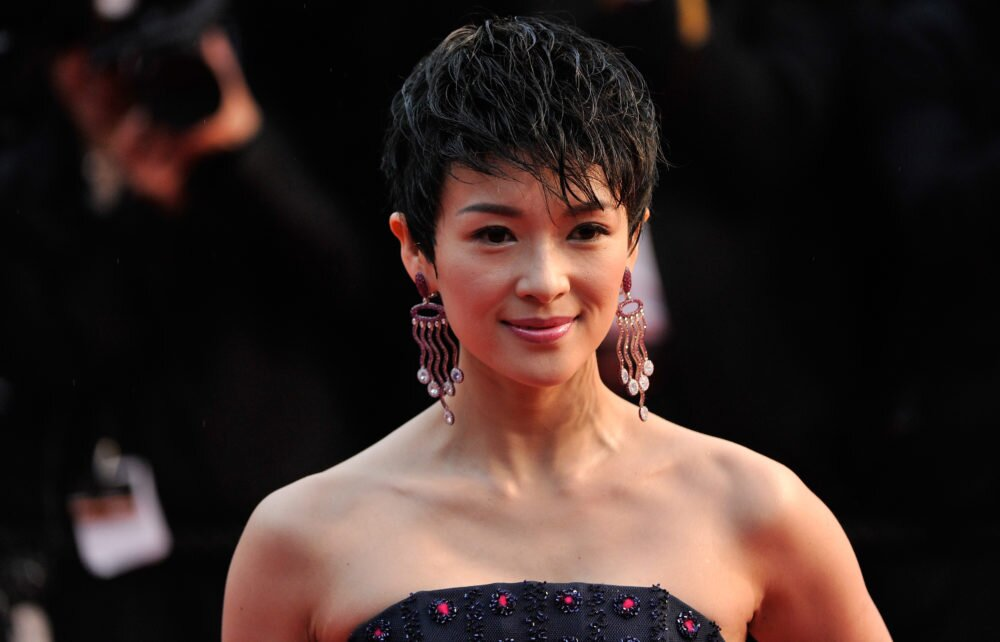 A Comprehensive Guide To Growing Out Your Pixie Cut Hellogiggles