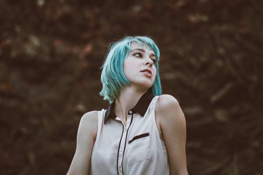 blue-hair-woman1