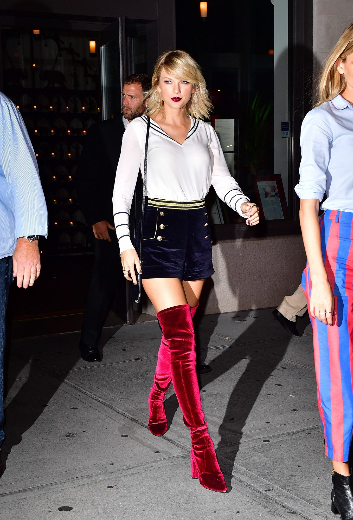 picture-of-taylor-swift-nautical-outfit-photo.jpg