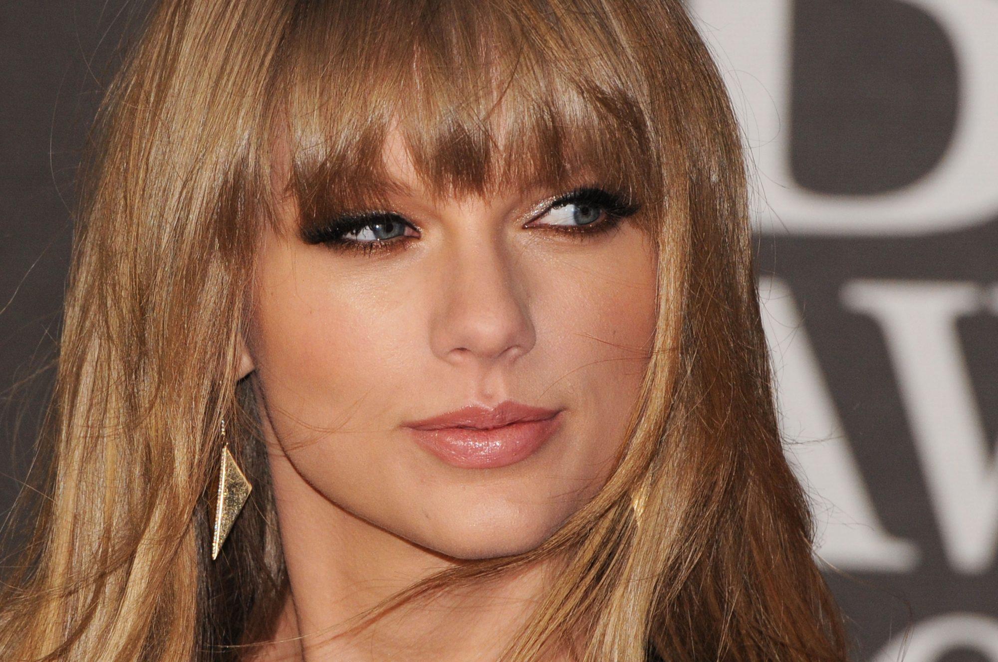 Brit Awards 2013 - Red Carpet Arrivals