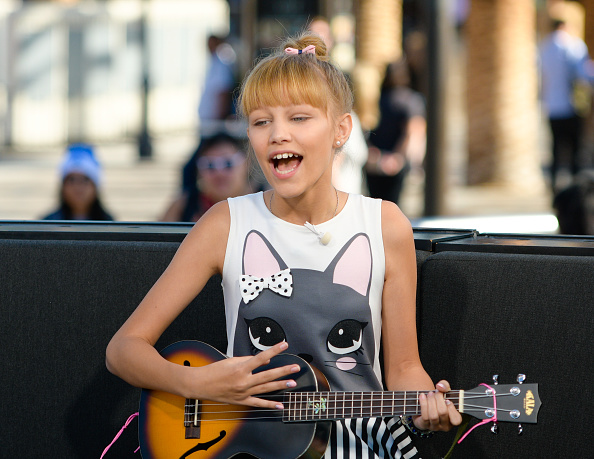"Winner Of AGT Grace Vanderwaal Visits ""Extra"""