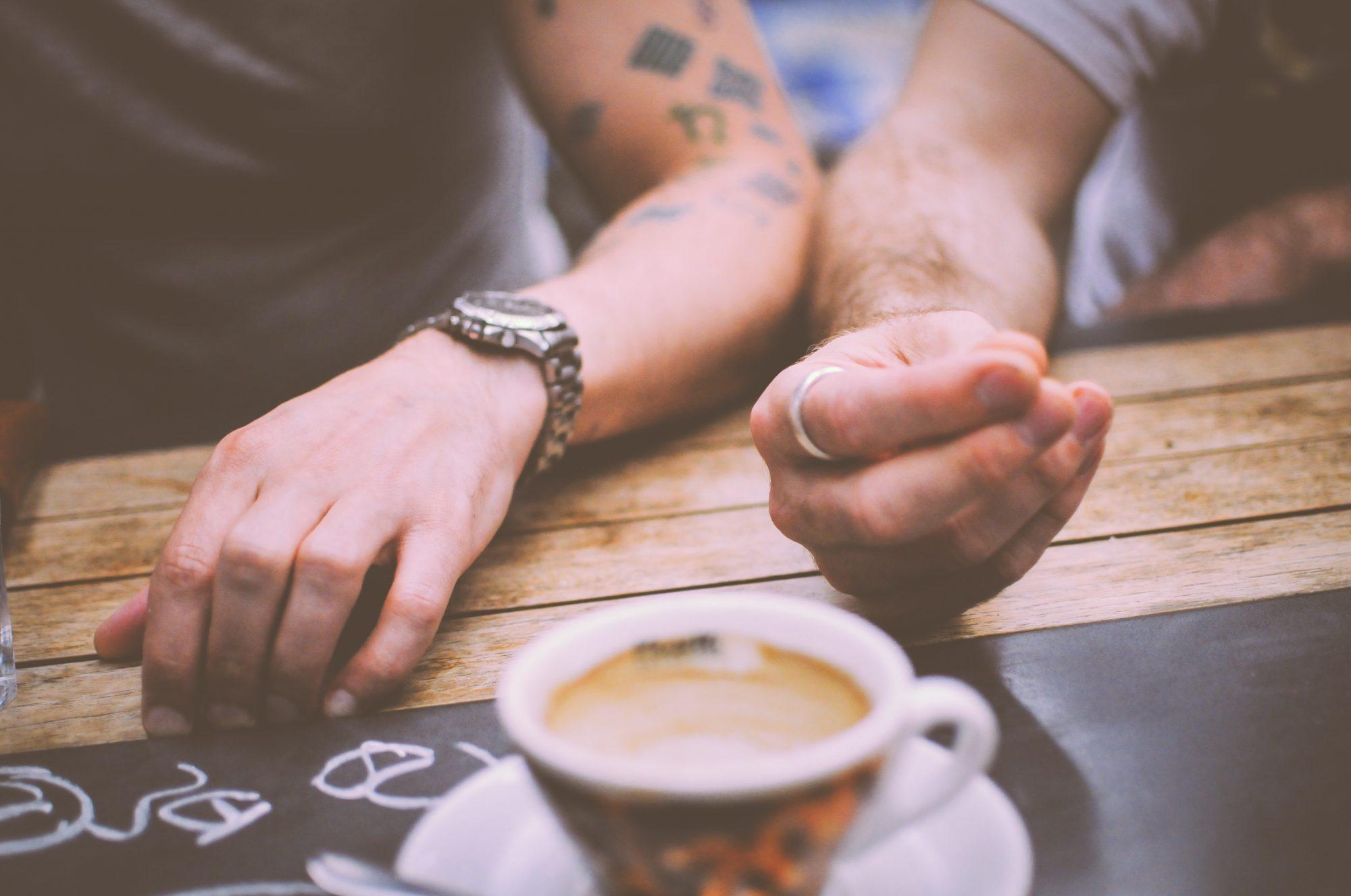 restaurant-hands-people-coffee