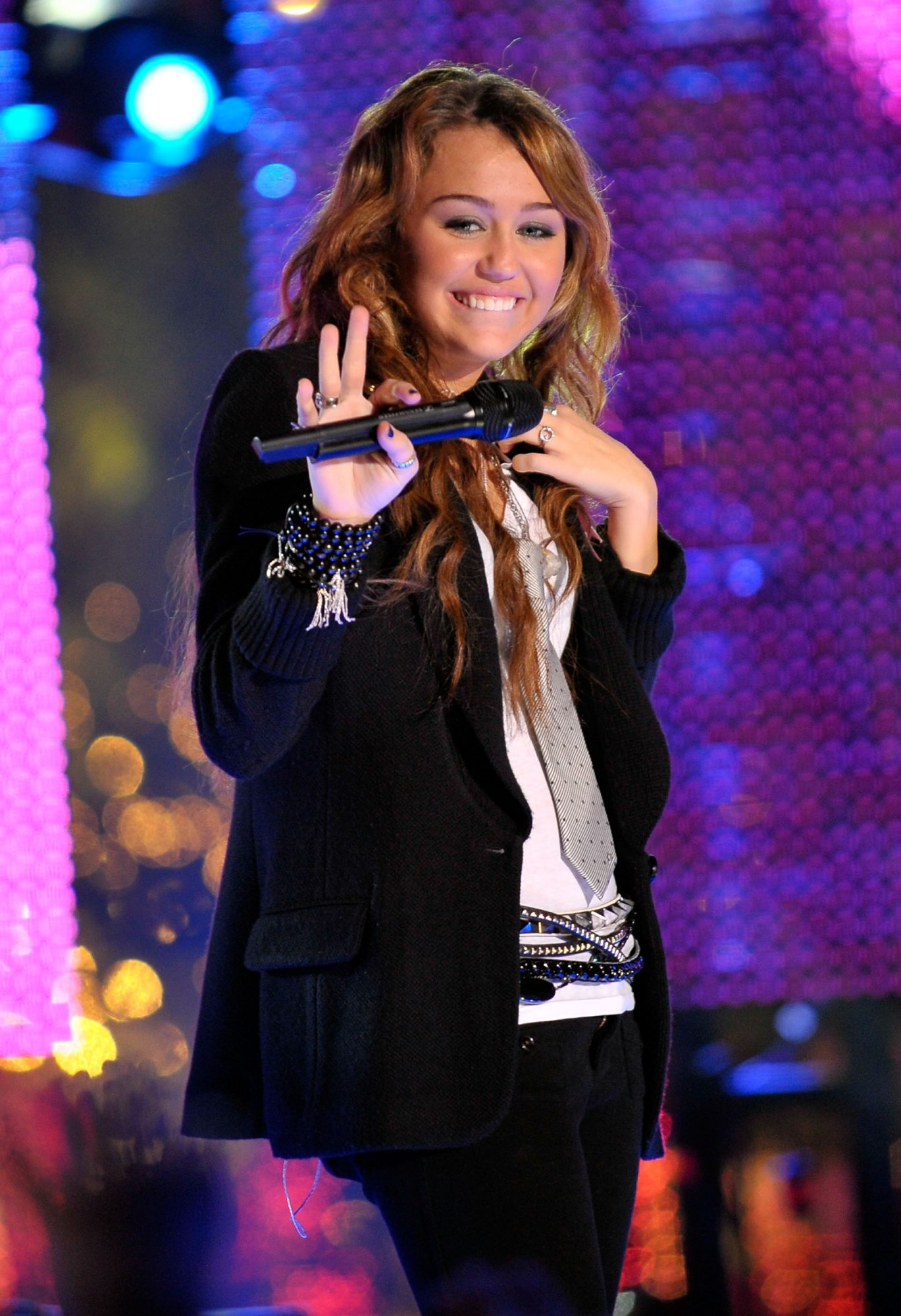 IRVINE, CA - DECEMBER 31:  Singer Miley Cyrus performs during MTV's New Year's Eve Special at Arnold O. Beckman High School on December 31, 2008 in Irvine, California.  (Photo by Charley Gallay/Getty Images)