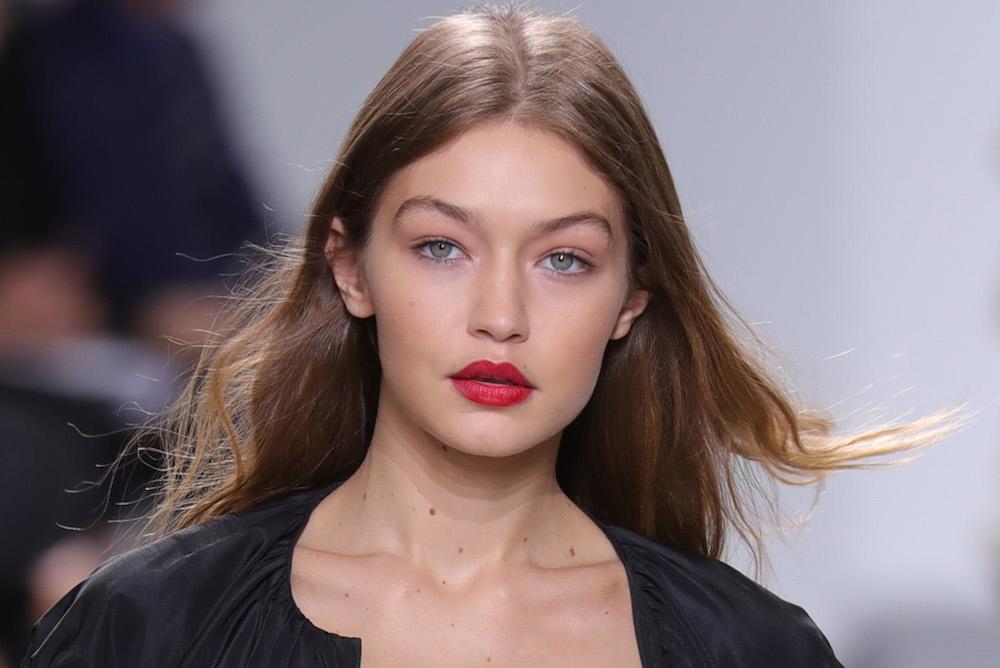Gambattista Valli : Runway - Paris Fashion Week Womenswear Spring/Summer 2017