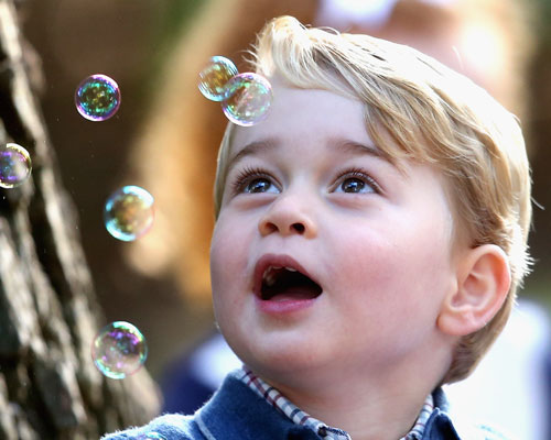prince-george-looking-at-bubbles