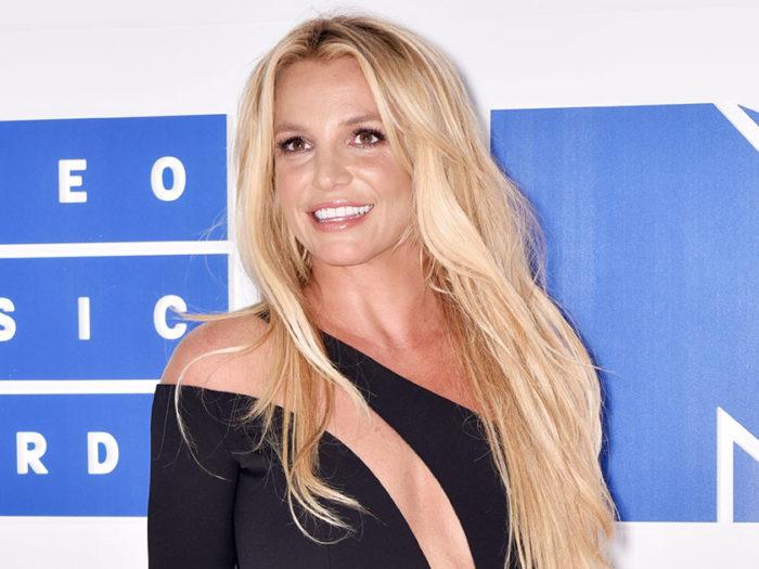 Britney-Spears--700x525