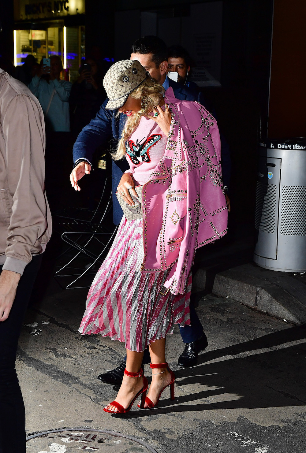 NEW YORK, NY - OCTOBER 05:  Beyonce Knowles seen on the streets of Manhattan on October 5, 2016 in New York City.  (Photo by James Devaney/GC Images)