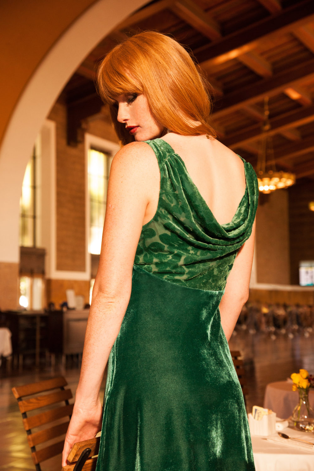 3_ModCloth_Pin-Up-to-the-Challenge-Velvet-Dress-in-Emerald-1-e1475866886670.jpg