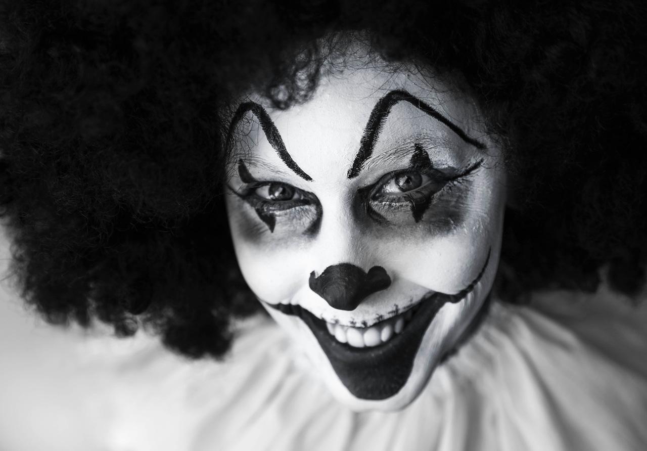 clown-creepy-grinning-facepaint-39242