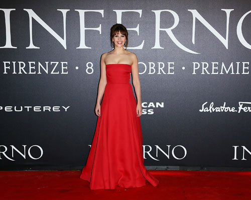 felicity-jones-inferno-red-carpet.jpg