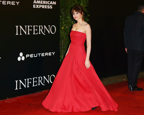 felicity-jones-walking-inferno.jpg