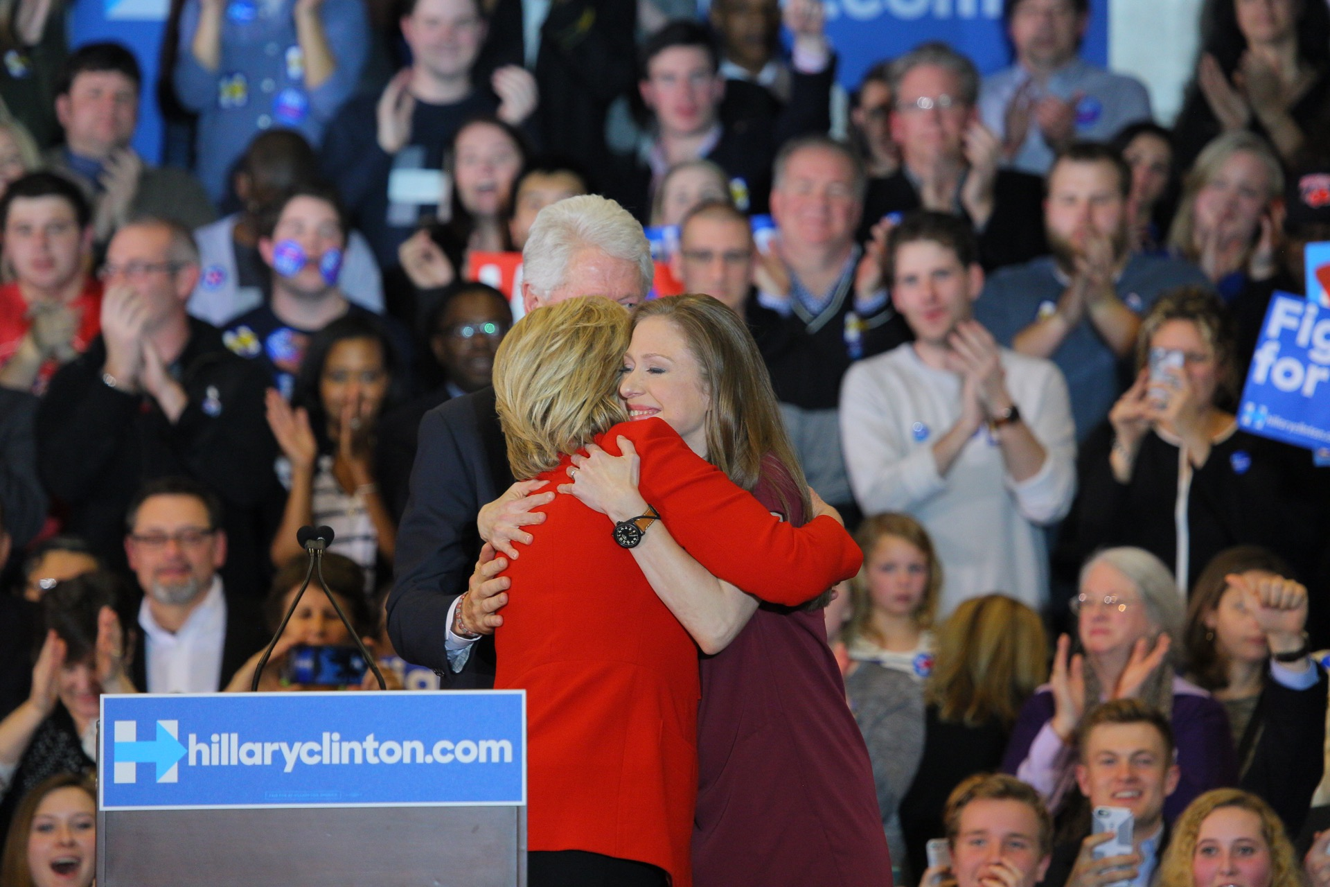 picture-of-hillary-and-chelsea-hug-photo.jpg