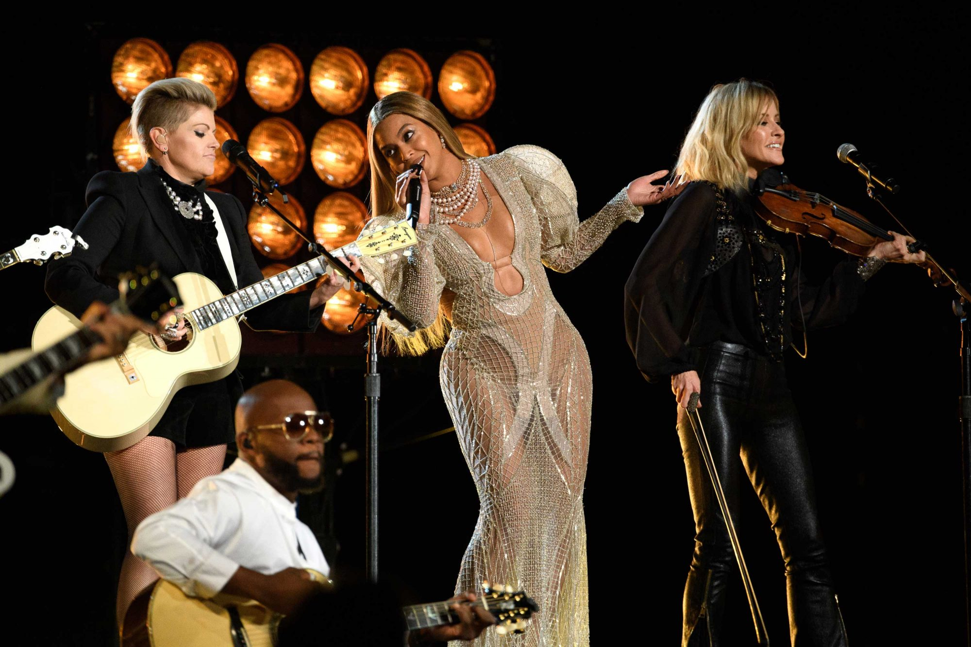 Beyonce-CMA-Awards-1.jpg