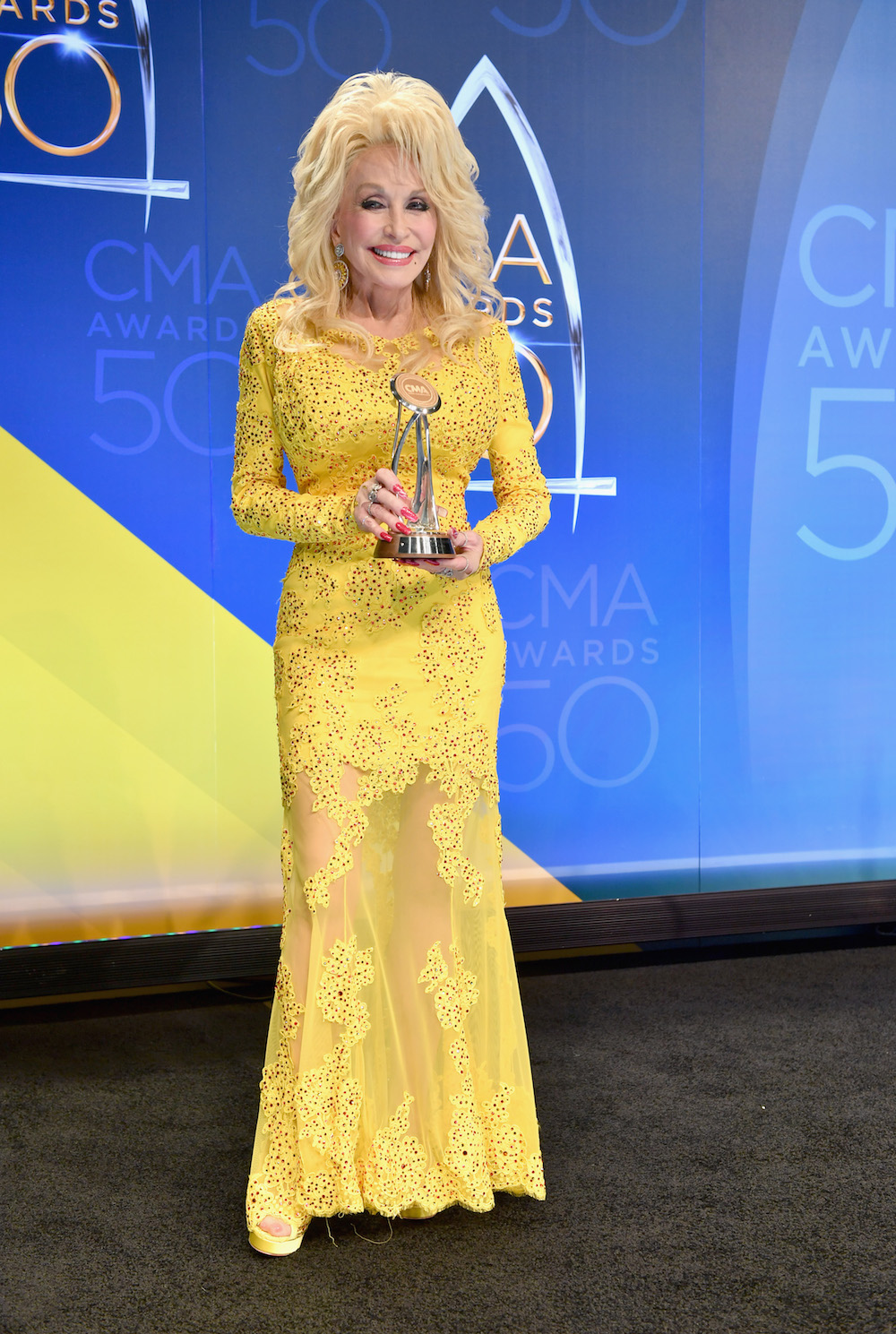 Dolly-Parton-CMA.jpg