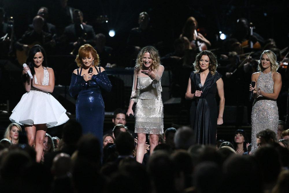 Women-during-tribute-CMA.jpg