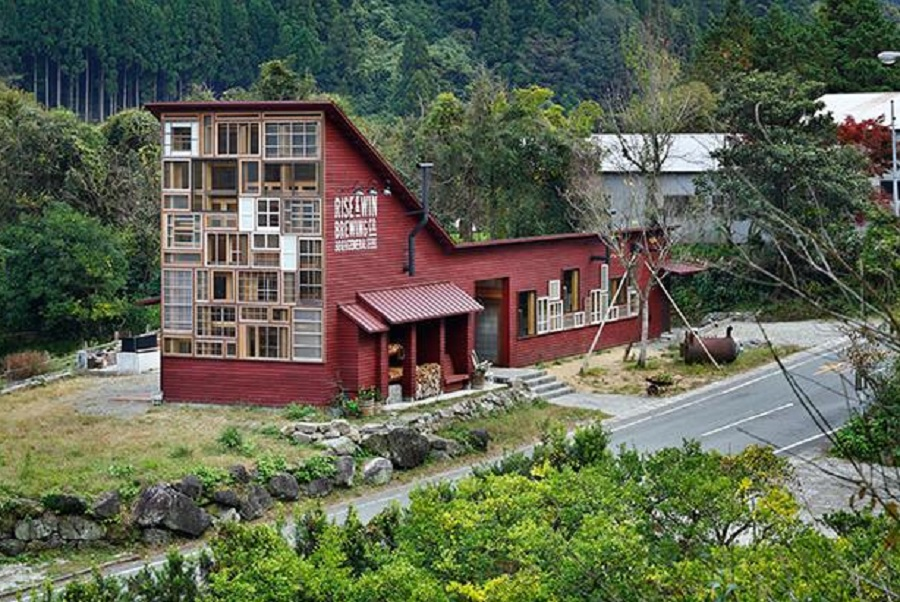 house-in-japan-made-from-recycled-materials
