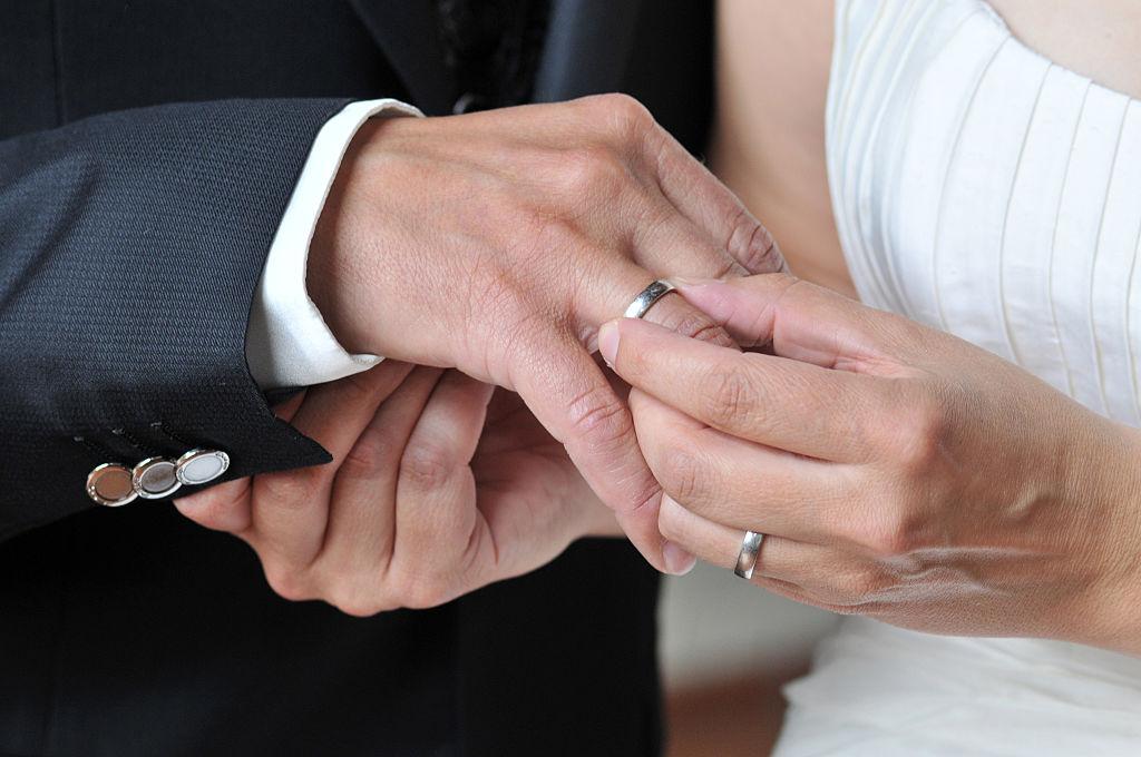 wedding, wedding ring made of platinum