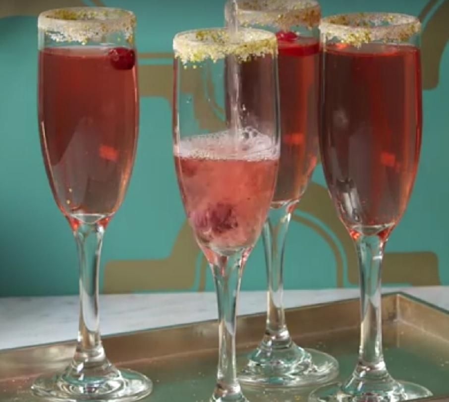 glittery-cranberry-mimosas