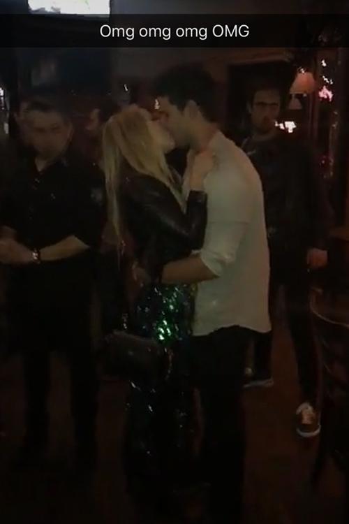 taylor-lautner-billie-kiss.jpg