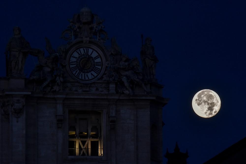 ITALY-SCIENCE-ASTRONOMY-MOON