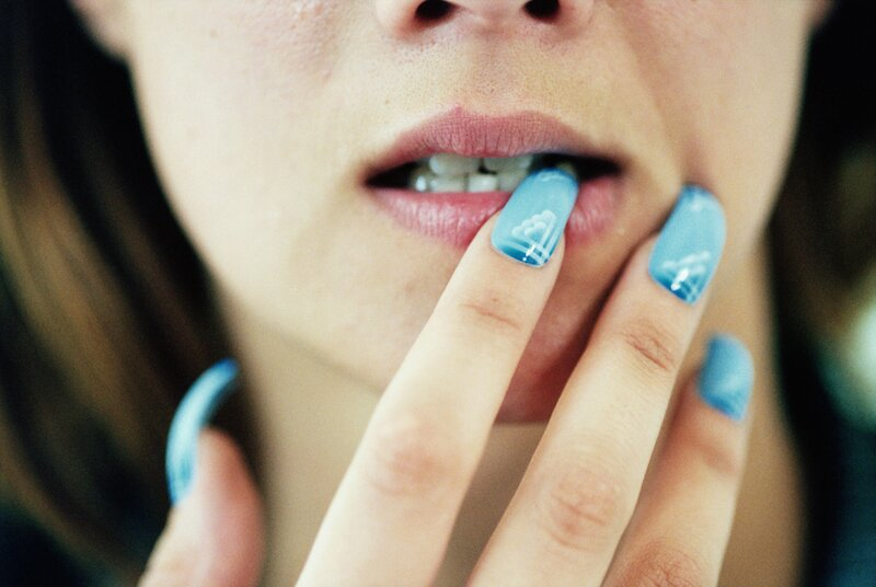 This beauty blogger showed the gruesome reality of wearing acrylic nails  for 6 years straight | HelloGiggles