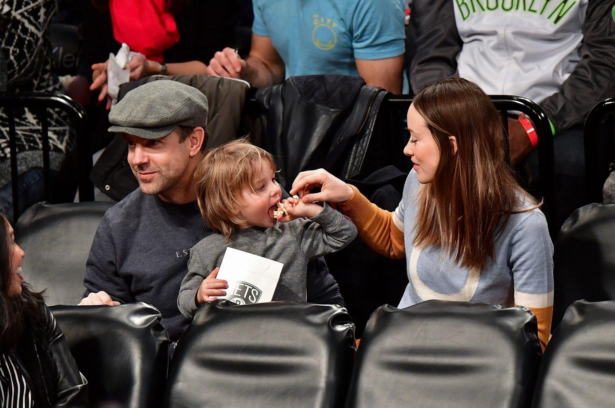 Olivia-Wilde-Her-Family-Brooklyn-Nets-Game-Dec-2016.jpg