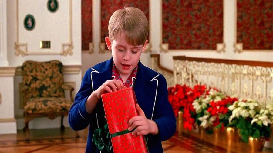 home-alone-comedy-tv-series-macaulay-culkin-christmas-gifts-bokeh-wallpaper-88628ec7372c9698486874371d95beeb-large-1536114