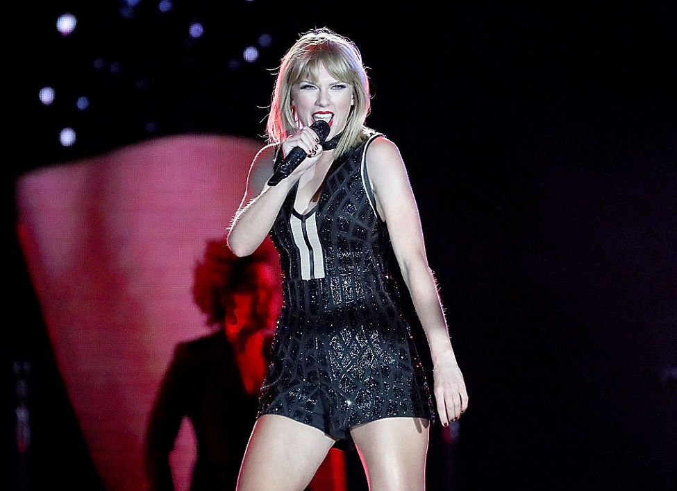 taylor-swift-singing