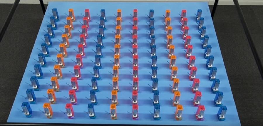 100-metronomes-self-synching