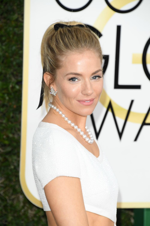 Sienna-Miller-Golden-Globes-2.jpg
