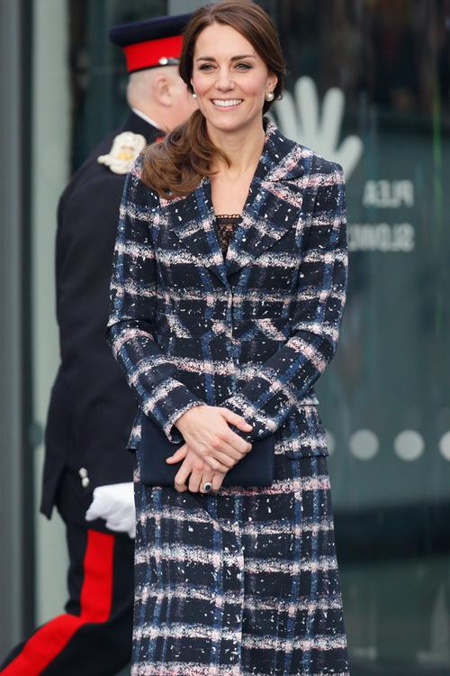kate-middleton-plaid-coat.jpg