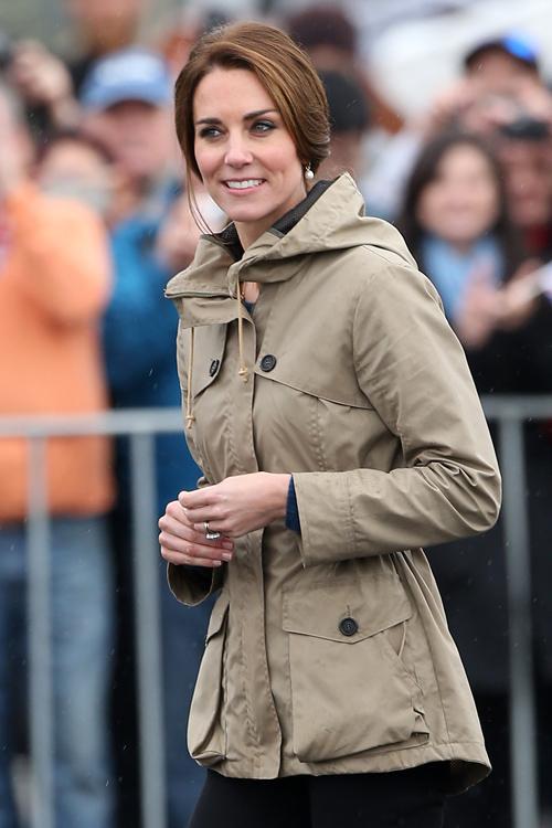 kate-middleton-rain-jacket.jpg