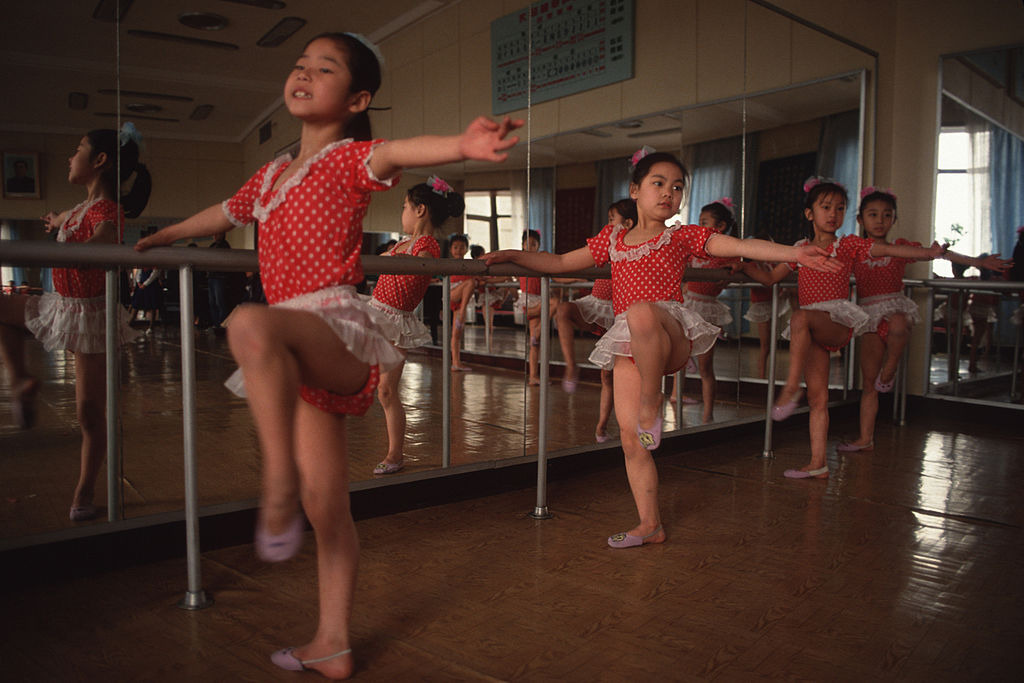 Children perform for foreign delegations at the Children's